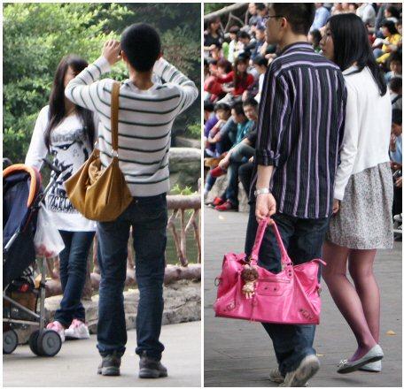 Novio chino lleva el bolso a su novia